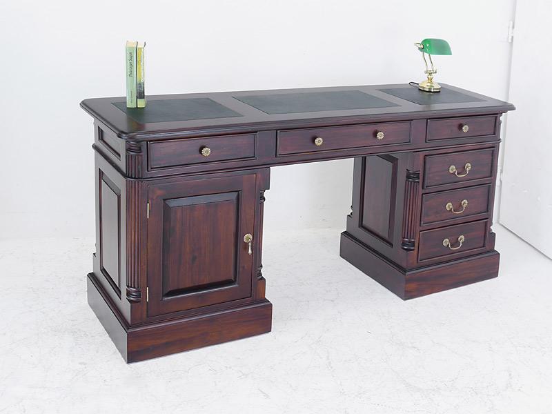 Schreibtisch aus Massivholz mit Lederauflage