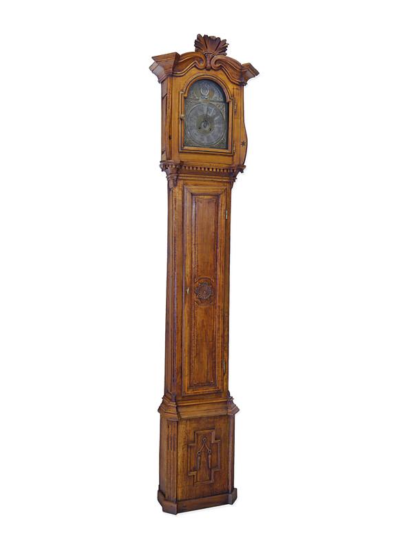 Antike Standuhr aus dem 18. Jahrhundert