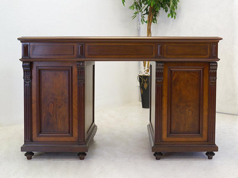 Rückseite vom Schreibtisch