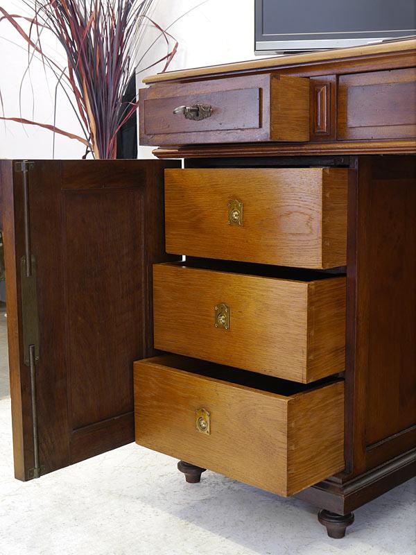 Schreibtisch-Schubladen
