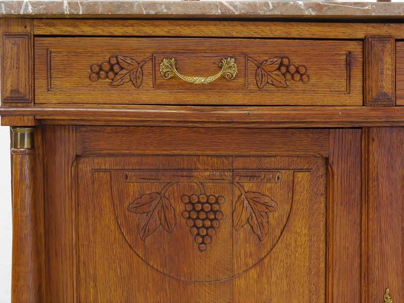 Detailansicht von der Schublade und Türfront