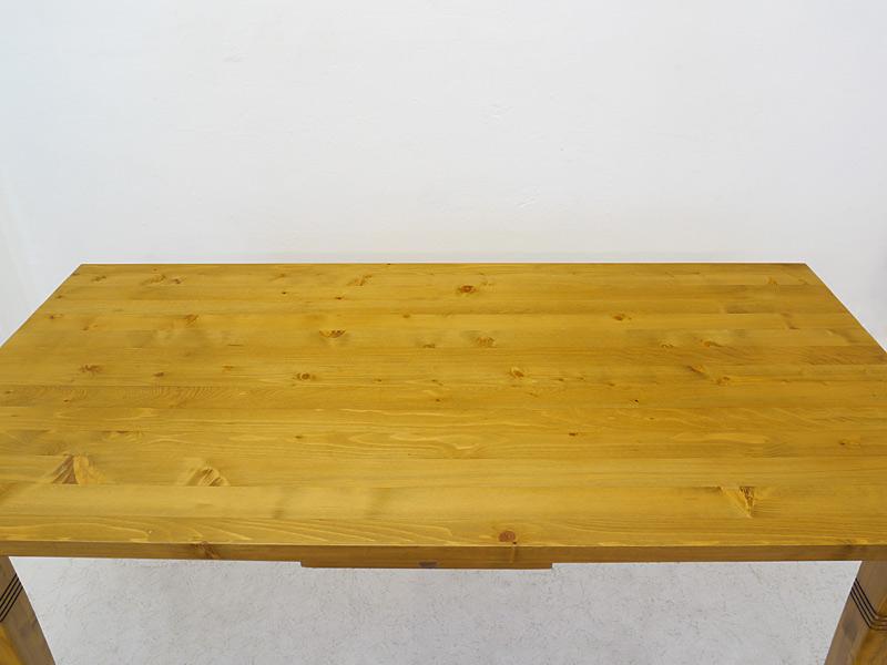 Draufsicht auf die Tischplatte
