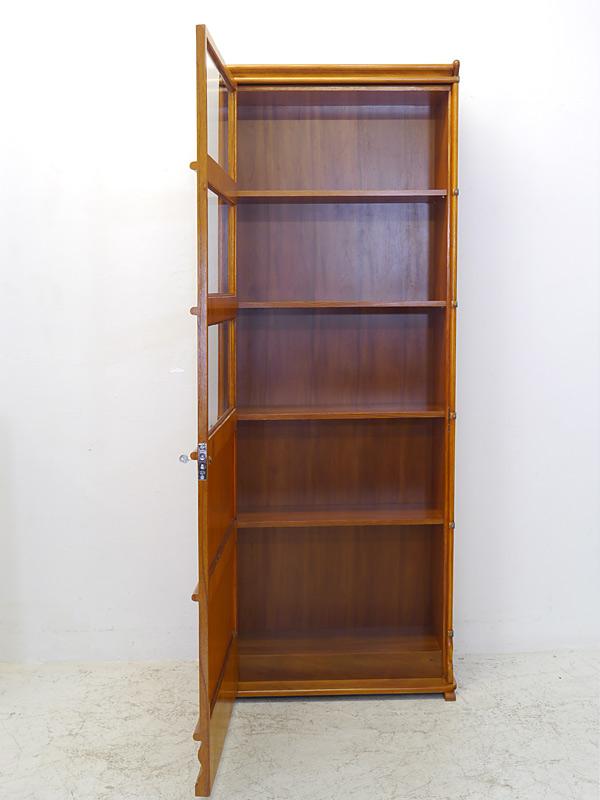 Bücherschrank geöffnet