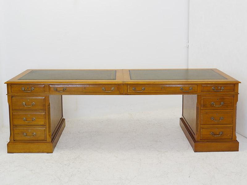Studio Globe Wernicke Schreibtisch
