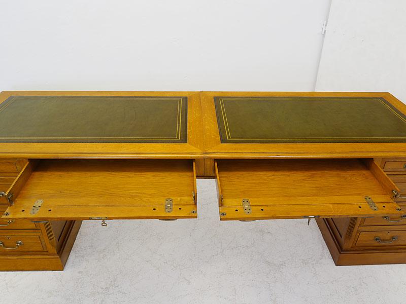 Die beiden großen Schubladen sind auseinanderklappbar