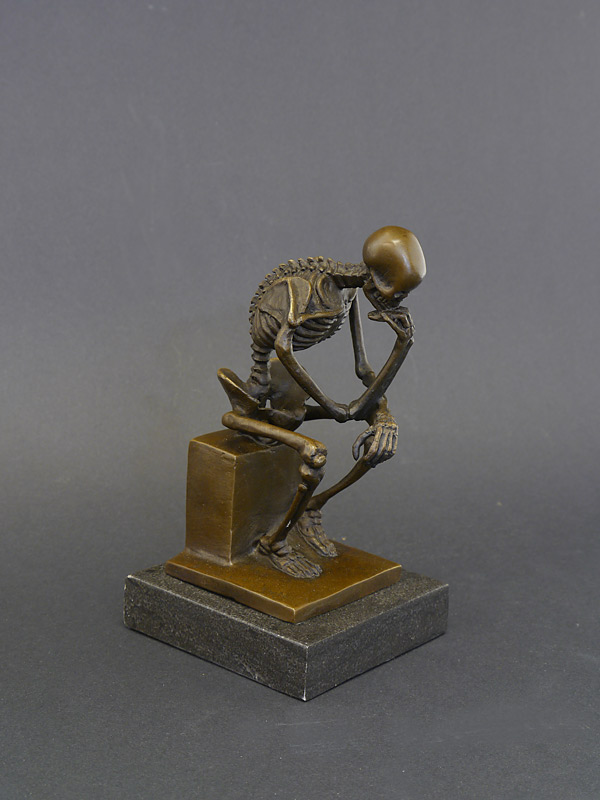 Bronzefigur der Denker als Skelett