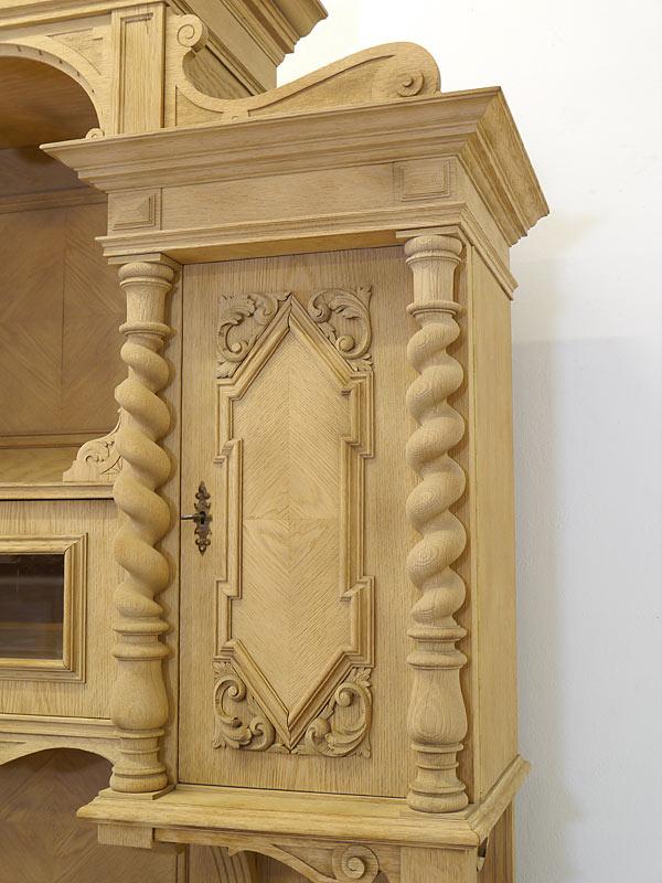 Detailansicht der Tür des Aufsatzes