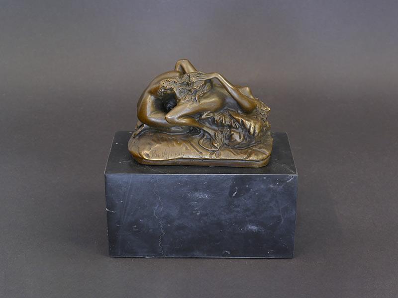 Bronzestatue 2 liebende Frauen