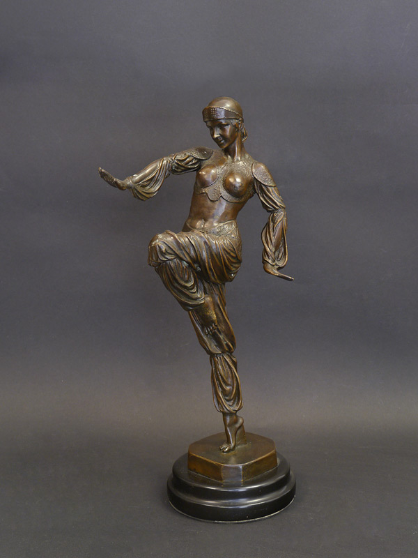 Exotische Tänzerin aus Bronze