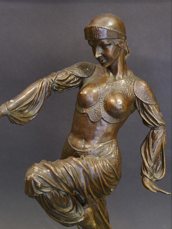 Detailansicht der Bronzeskulptur