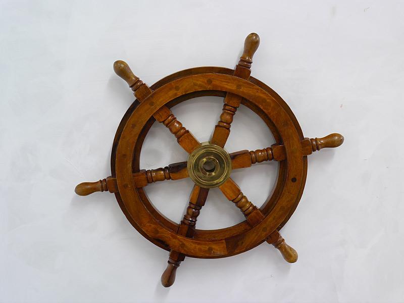 Schiffssteuerrad im antiken Stil
