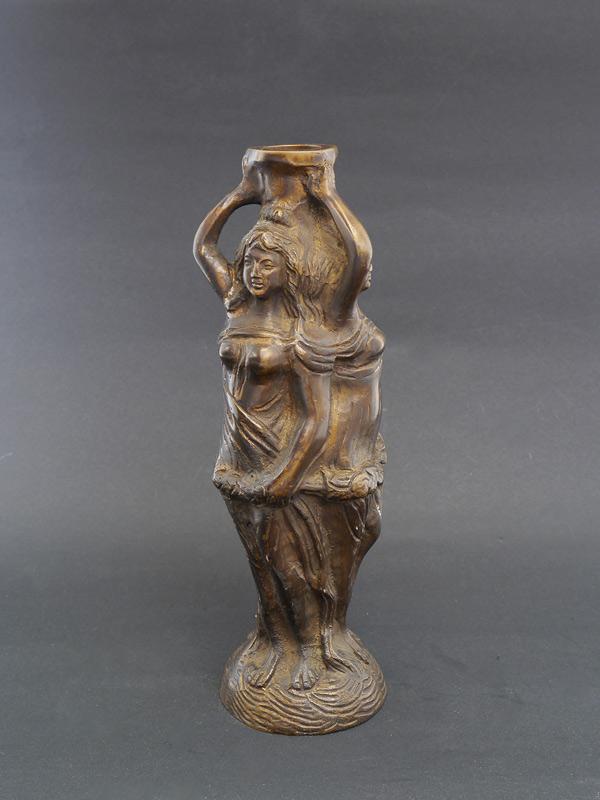 Kerzenständer aus Bronze mit 3 Göttinnen
