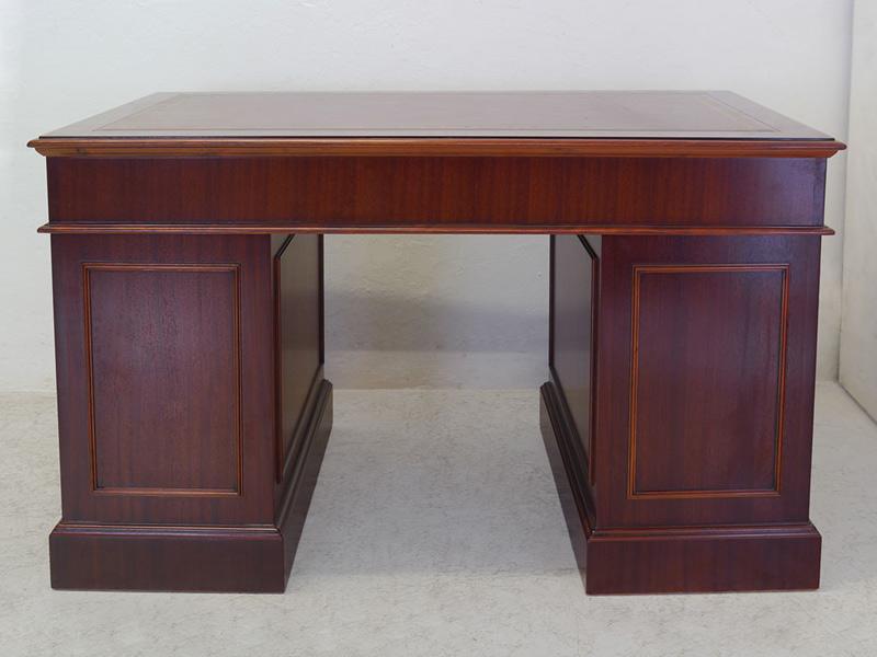 Rückseite von dem Schreibtisch
