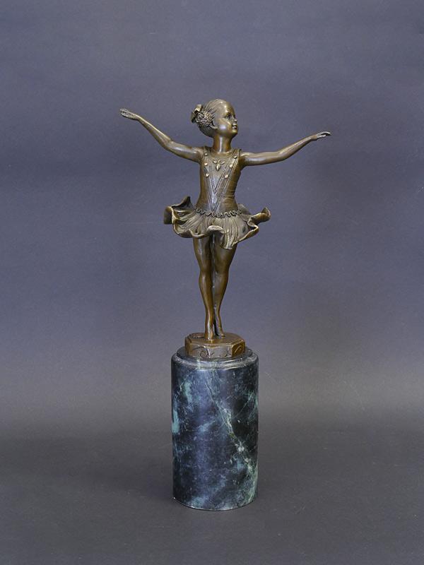 Ballerina Bronze auf einem Marmorsockel