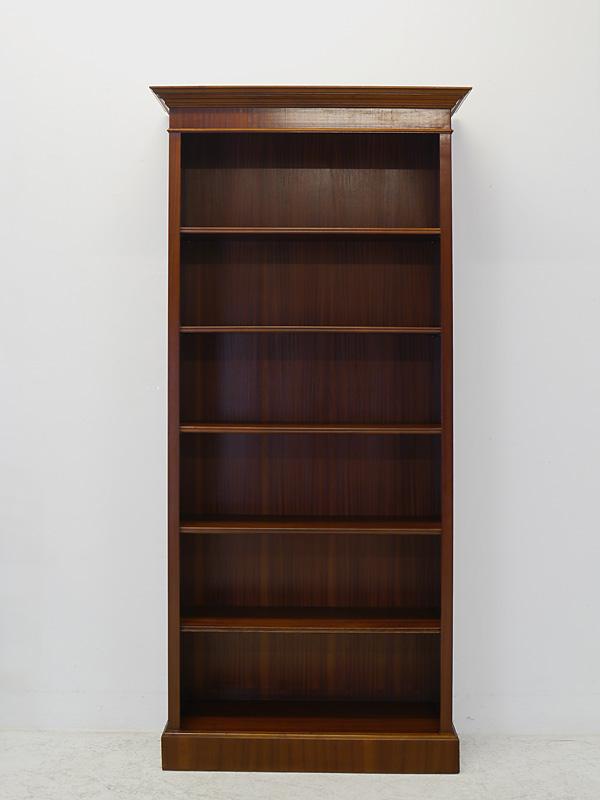 Das Bücherregal ist auch für Ordner geeignet