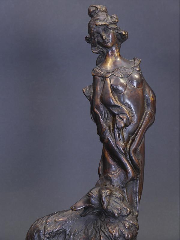 Detailansicht von der Frauenfigur