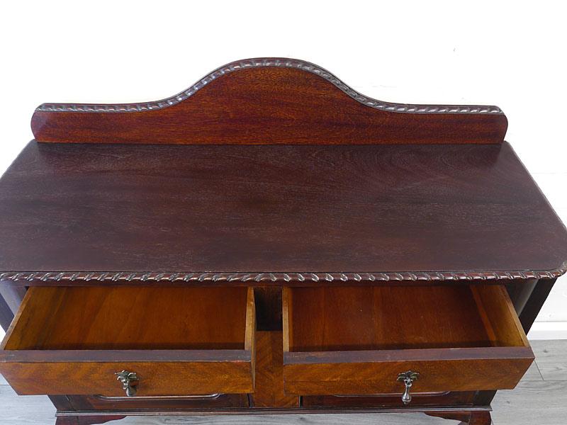 Deckplatte und Innenbereich der Schubladen
