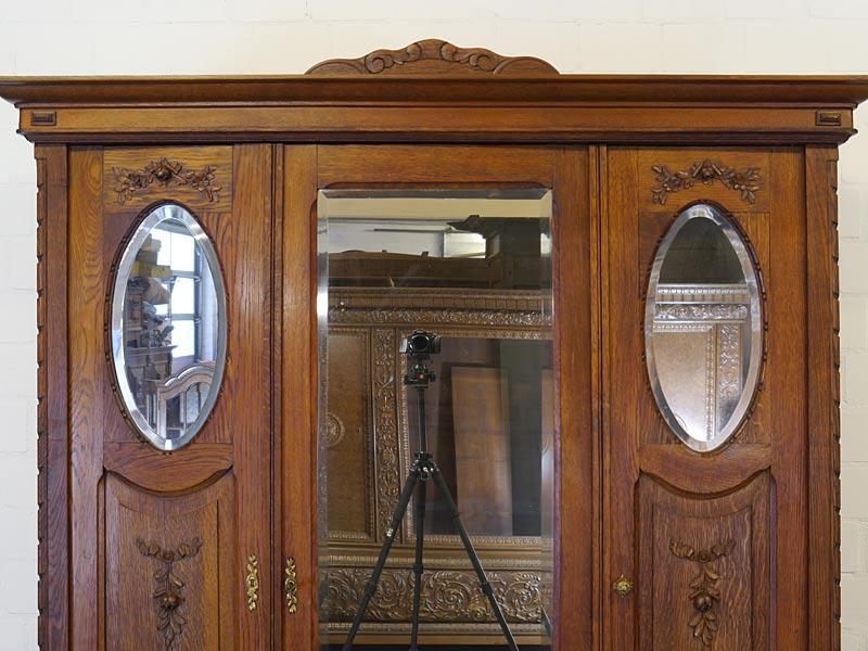 3-türigen Spiegelschrank