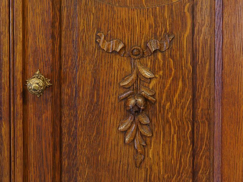 Detailansicht von den Ornamenten auf der Tür