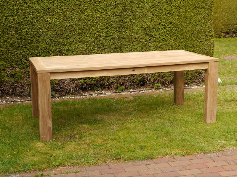 Rechteckiger Gartentisch aus Teakholz
