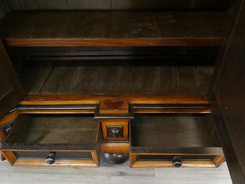 Innenbereich der geöffneten Schubladen