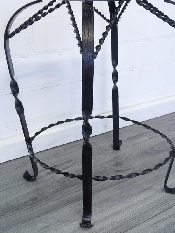 Blumenhocker-Gestell in schwarz