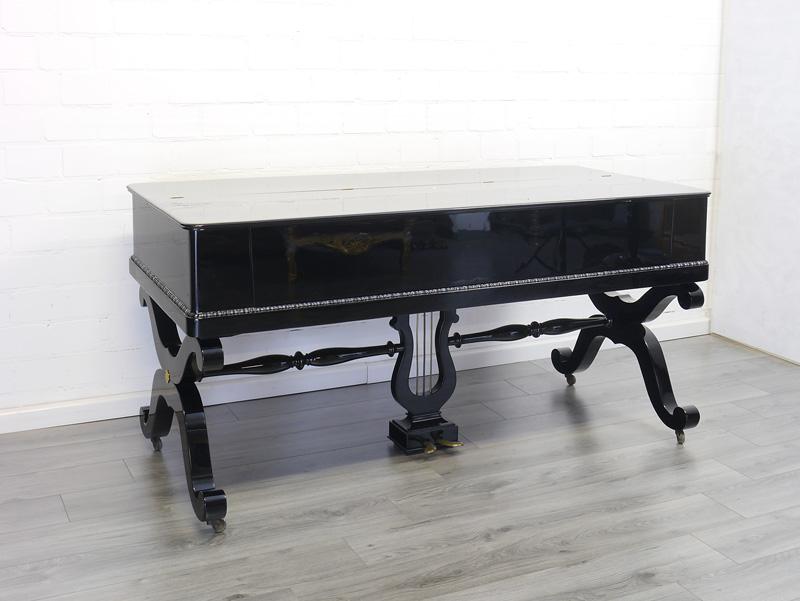 Schreibtisch mit geschlossenen Deckel