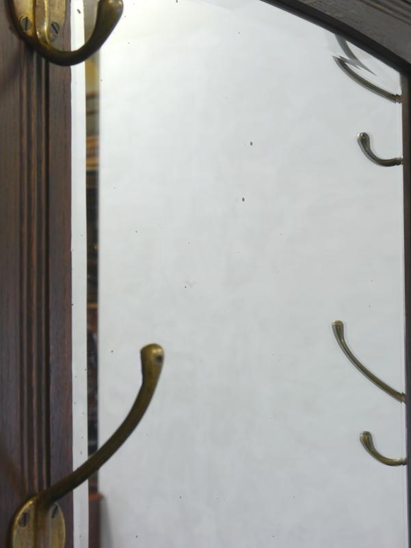 Detailansicht von den Stippen auf der Spiegeloberfläche
