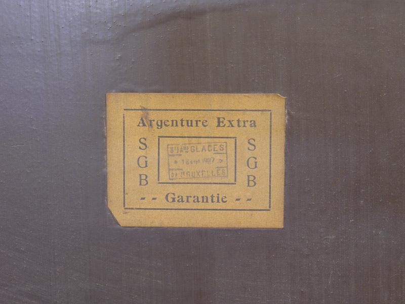 Rückseite von dem Spiegel mit Etikett