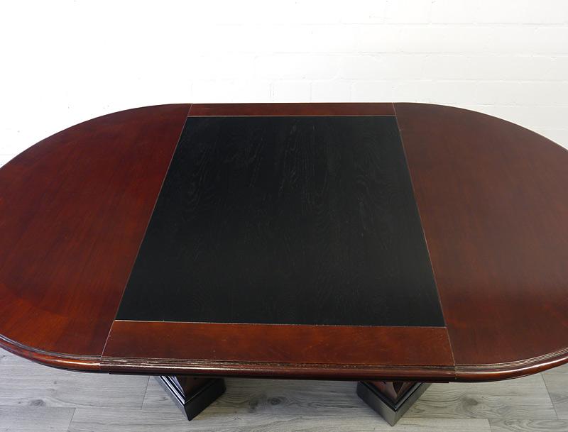 Schwarz ebonisierte Tischoberfläche