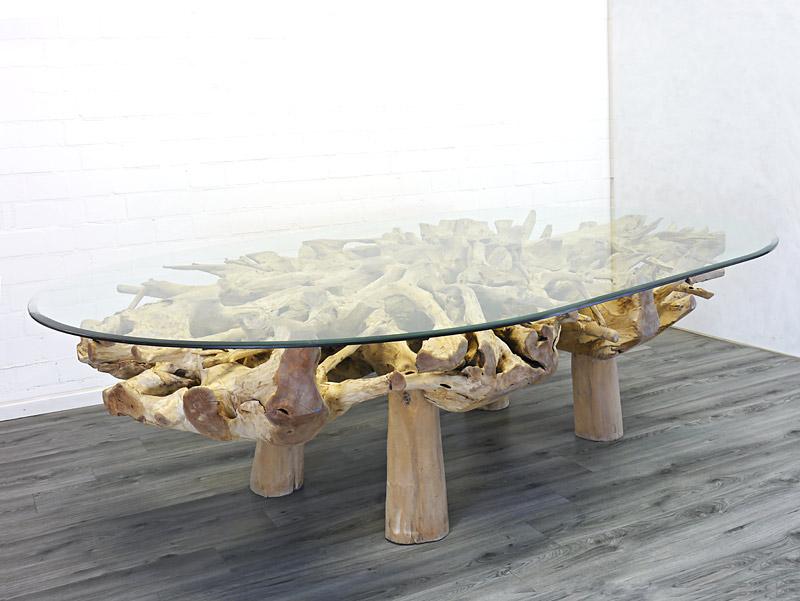 Ovaler Glastisch mit einer gigantischen Fläche von 3x2 m