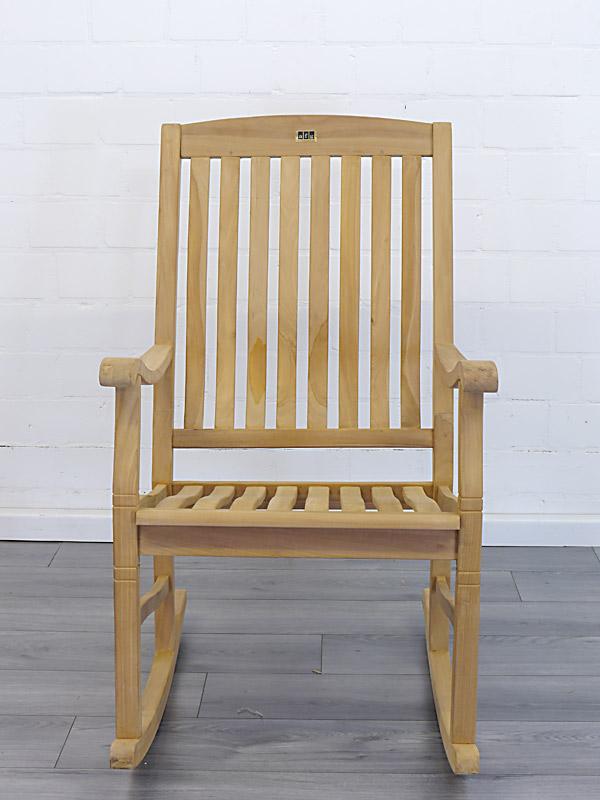 Der Gartenstuhl besitzt einen hohen Sitzkomfort