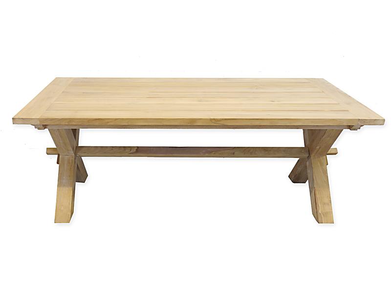 Der Tisch kann auch im Innenbereich als Esstisch genutzt werden