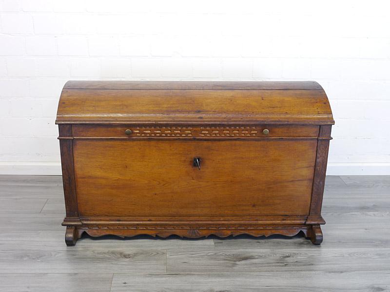Antike Holztruhe Mitte 19. Jahrhundert