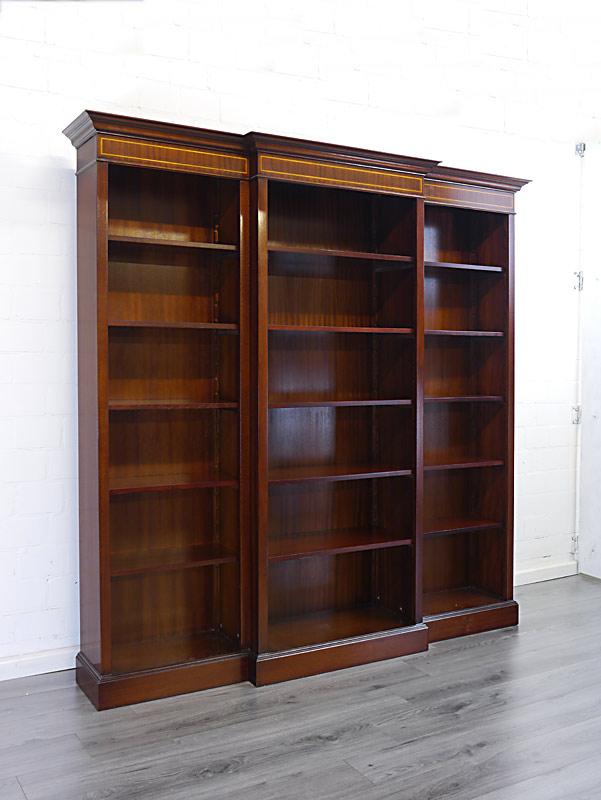 Bücherregal im englischen Stil aus Mahagoni