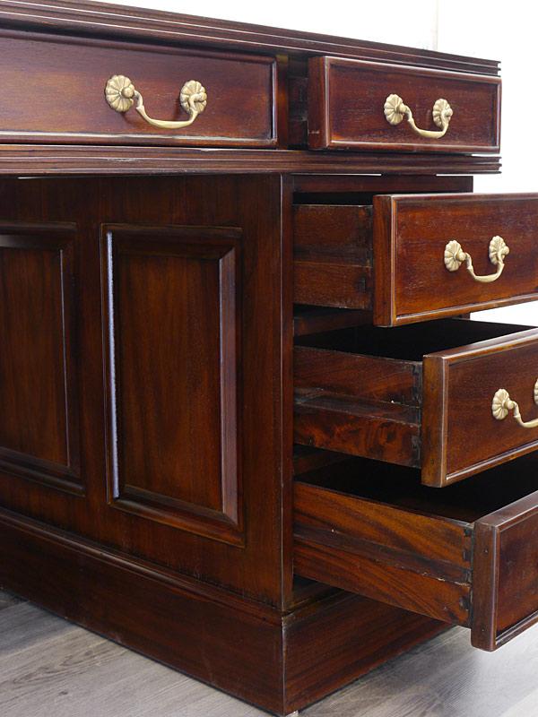 Detailansicht von den geöffneten Schubladen