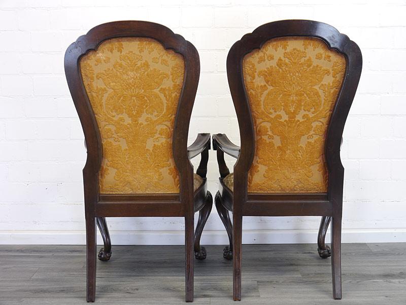 Rückseite von den Stühlen