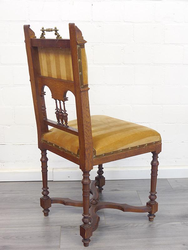 Rückseiten von einem Stuhl