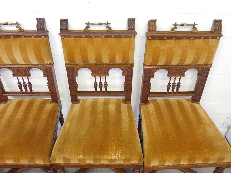 Draufsicht von den 3 rechten Stühlen