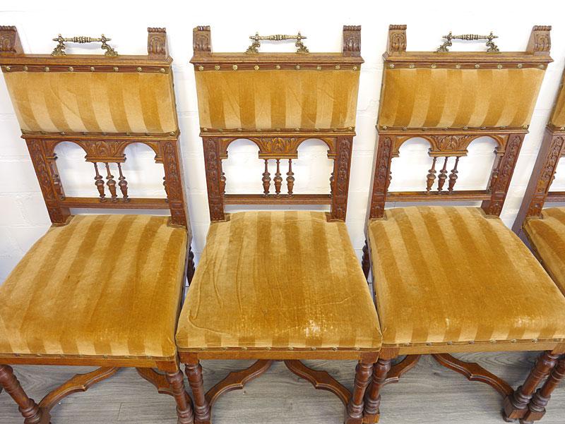 Draufsicht auf die 3 linken Stühle