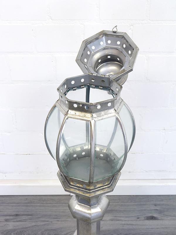 Geöffnete Glaskuppel Detailansicht