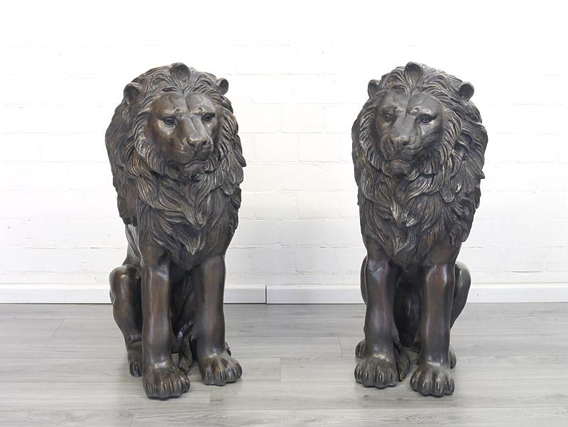 2 lebensgroße Löwen-Figuren aus Bronze