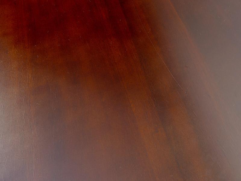 Detailansicht von der gebrauchten Tischplatte