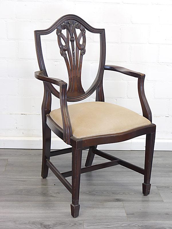 Stuhl im Sheraton Stil