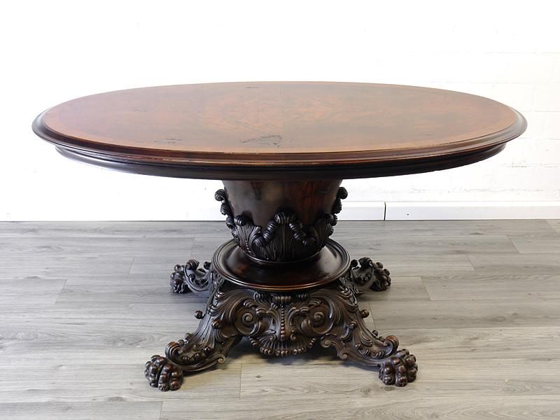 ovaler antiker Esstisch aus der Gründerzeit
