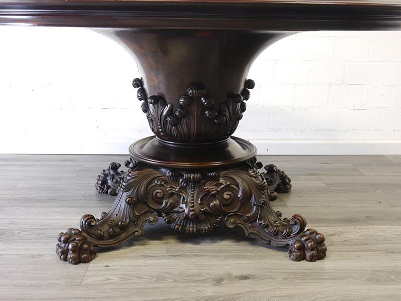 Tischsäule mit Tatzenfüße