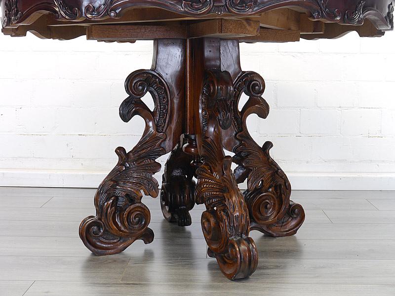 Detailansicht von den Tischbeien