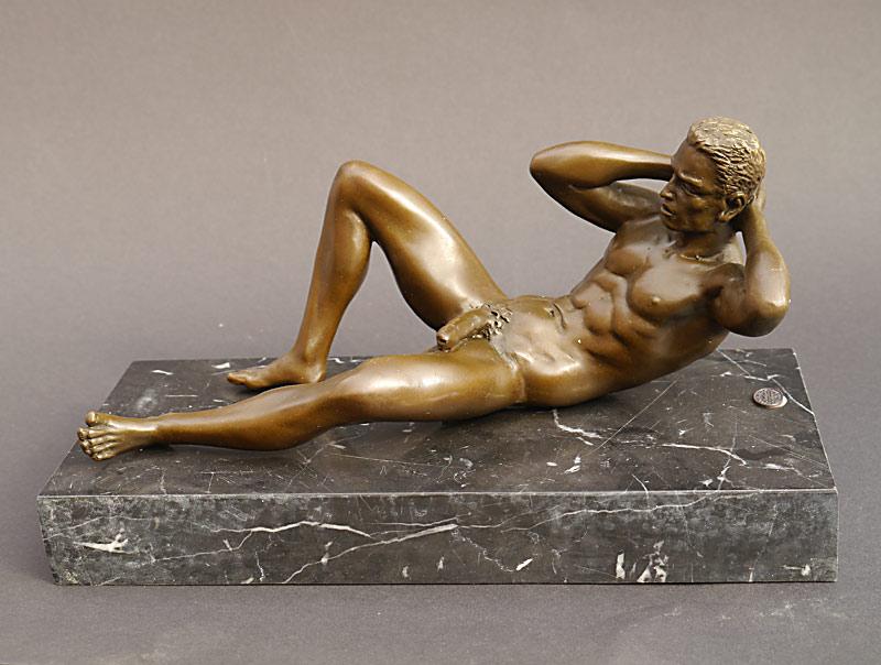 Männerakt aus Bronze