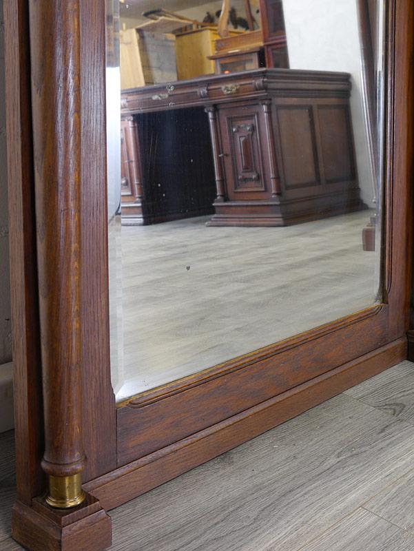 Detailansicht von der Spiegeloberfläche mit altersbedingte Flecken