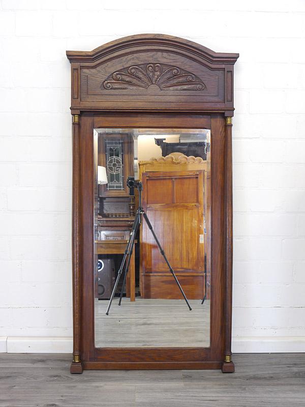 Antiker Spiegel mit Eichenrahmen